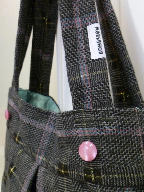 új kockás táska közelebbről