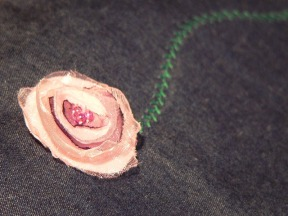 a hímzés és a virág közelebbről