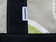 őrületes öltések a fekete vászon szélén