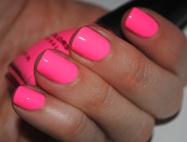 rózsaszín körmök,