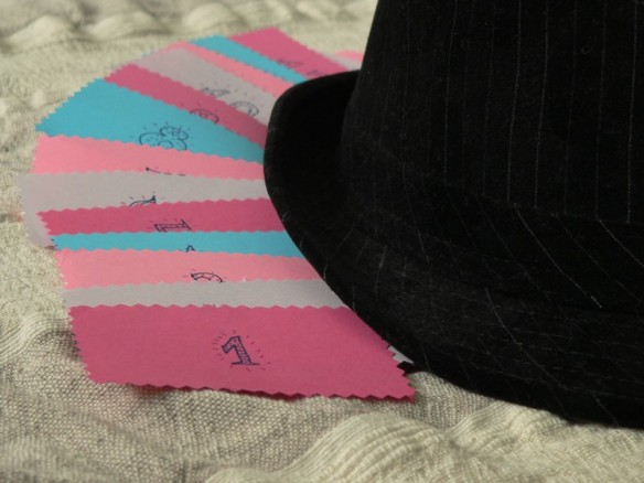 színes számok, kalap társaságában