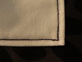 fekete öltéssel szegélyezett fehér zseb