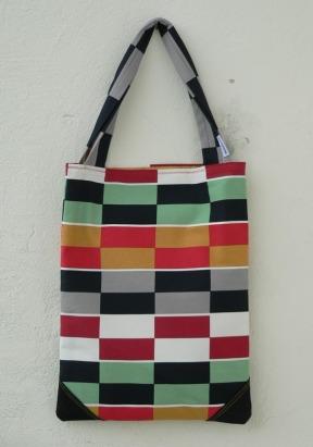 téglalap alakú táska téglalapokkal 34d157f775