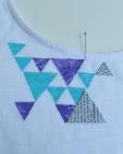 a nyomatok szabályosságának megtartására használt papír háromszögek.