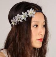 Hajdísz hosszúkás szirmú virágokból (Mollygee)