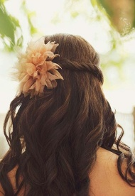 Dekoráció alkalmi hajviselethez tüllből vagy organzából (Pinterest)