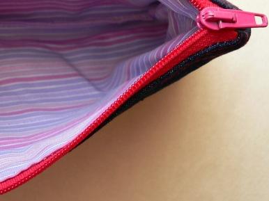 Persze a cipzár is rózsaszínű : )
