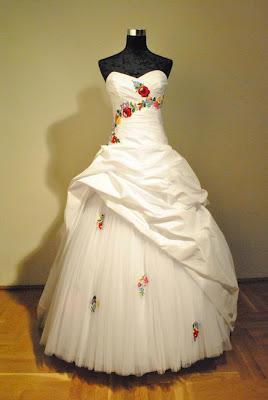 1. kalocsai díszítésű nagy abroncsos ruha