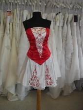 7. hagyományos menyecske ruha