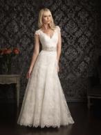 Vonzó csipkés menyasszony