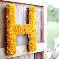 virágból kirakott betűdísz