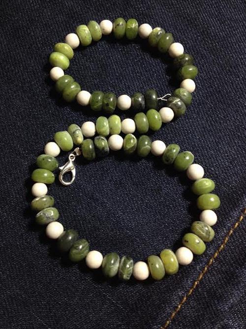 fehér-zöld ásvány karkötő