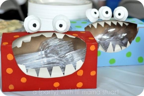 támadnak a műanyag villáááák!