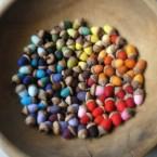 színes nemez makkok
