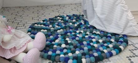 filcgolyós játékszőnyeg