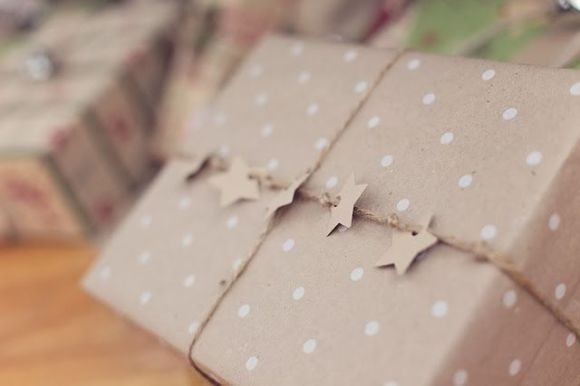 http://www.cozycottagecute.com/2013/12/simple-christmas-gift-wrapping.html